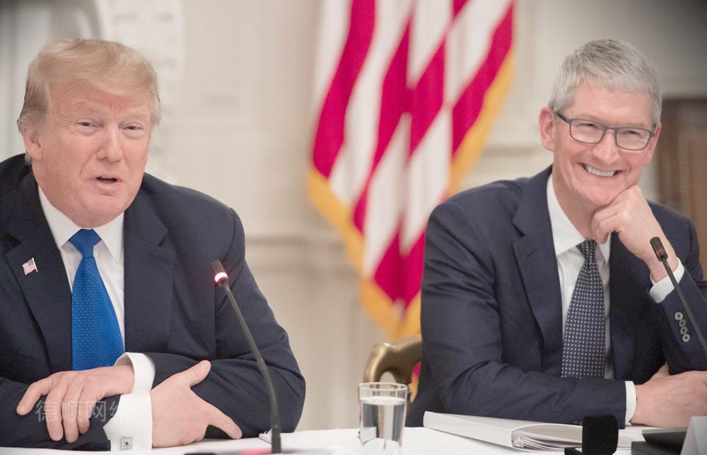特朗普把库克叫成苹果,库克立马把推特名改了,不愧是营销天才